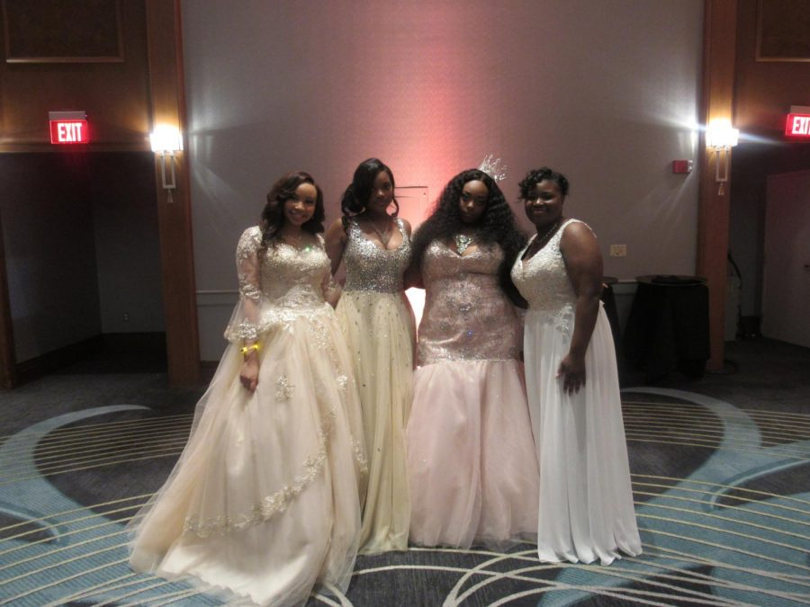 Southfield+A%26T+Seniors+Celebrate+During+the+2017-2018+Prom